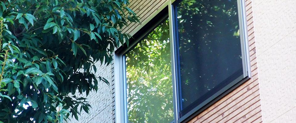 ガラスが透明な理由を調査