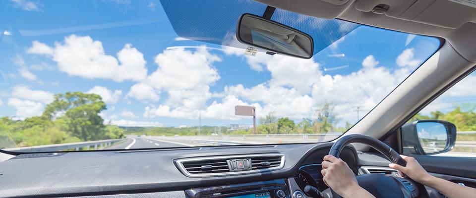 車のフロントガラス