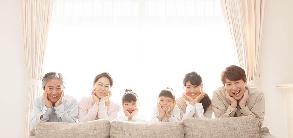 窓ガラスと家族
