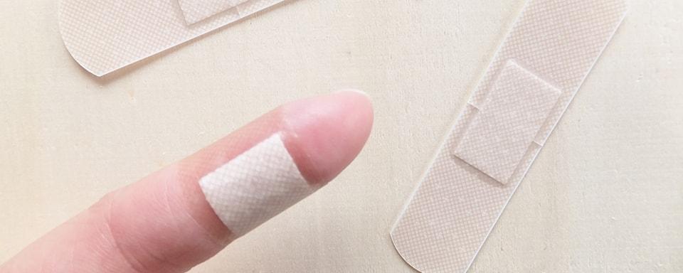 ガラスで怪我をした指