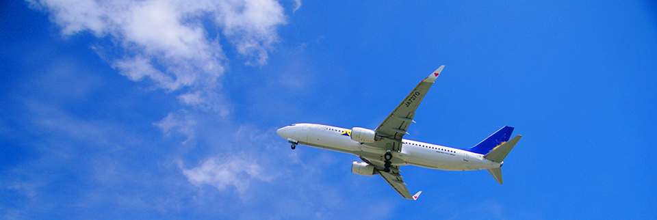 海外に飛び立つ飛行機